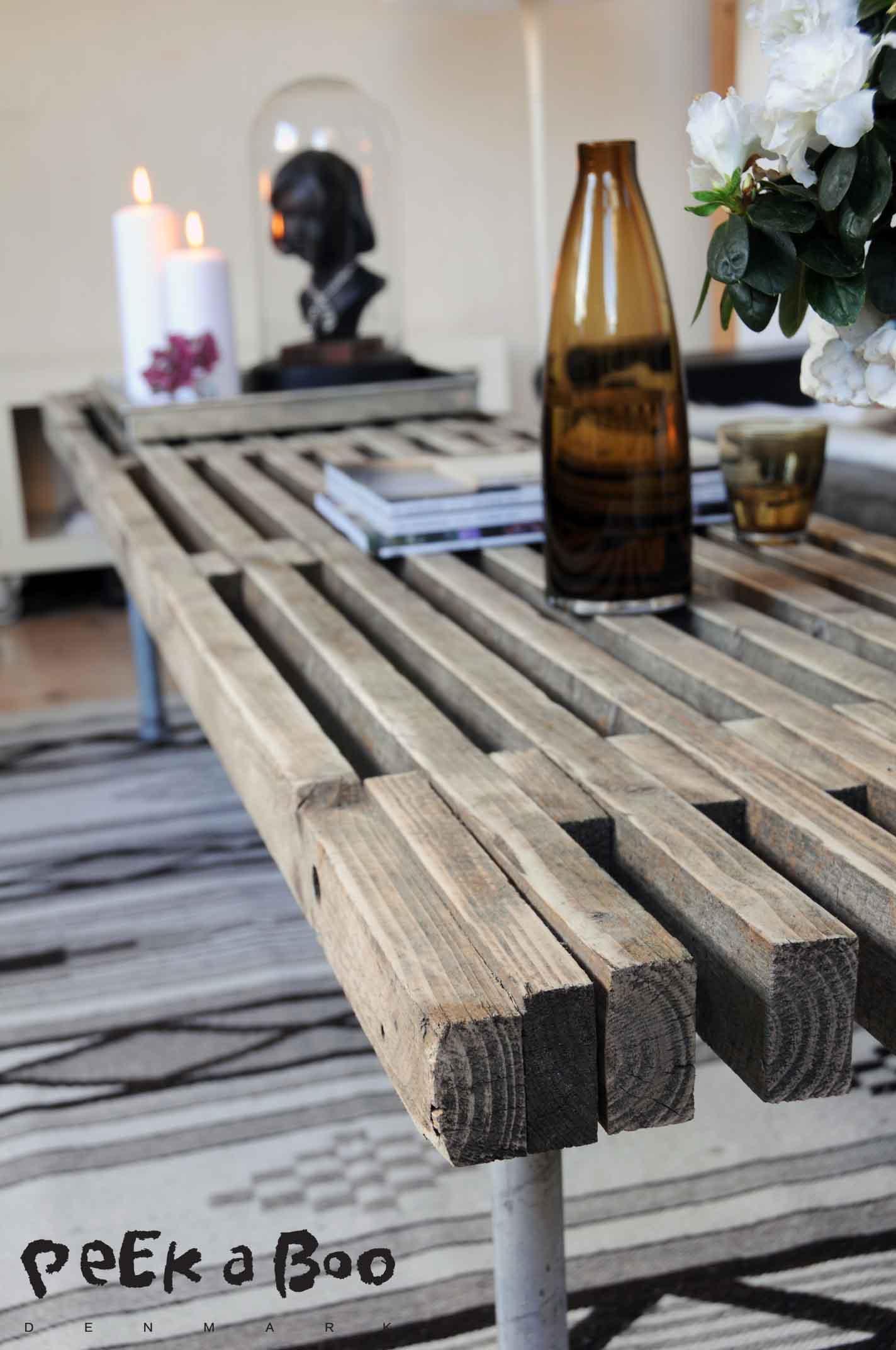 Super fedt bord af en gammel murer trelle plus noget vandrør som ben. Super fedt...og virkelig let at lave. Det er bare noget med at blive ven med en murer ;-)