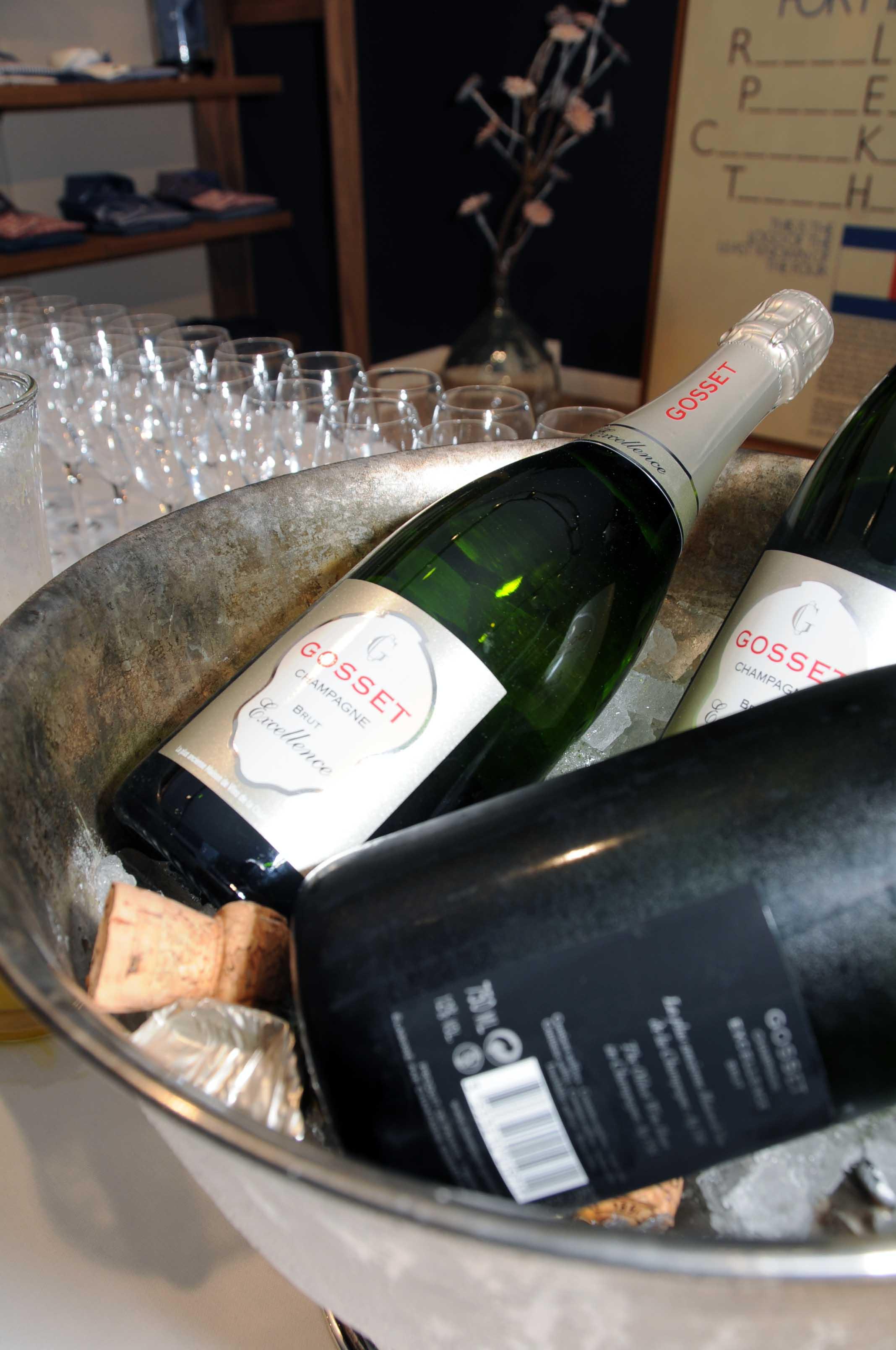 Champagne hos Tommy Hilfiger.