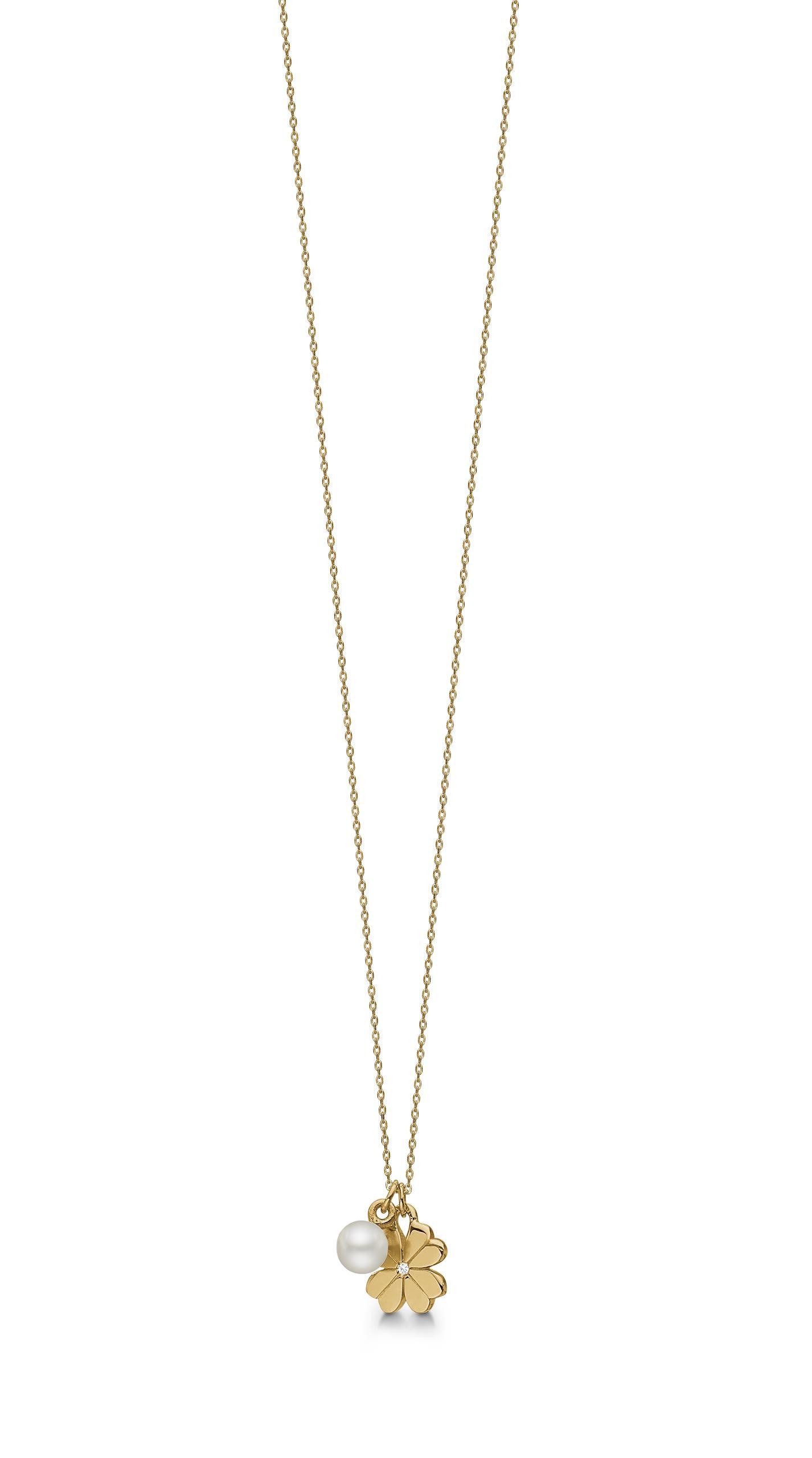 Smukkeste halskæde i forgyldt sølv m. kulturperle og cubic zirkonia i midten af det fine firkløver.