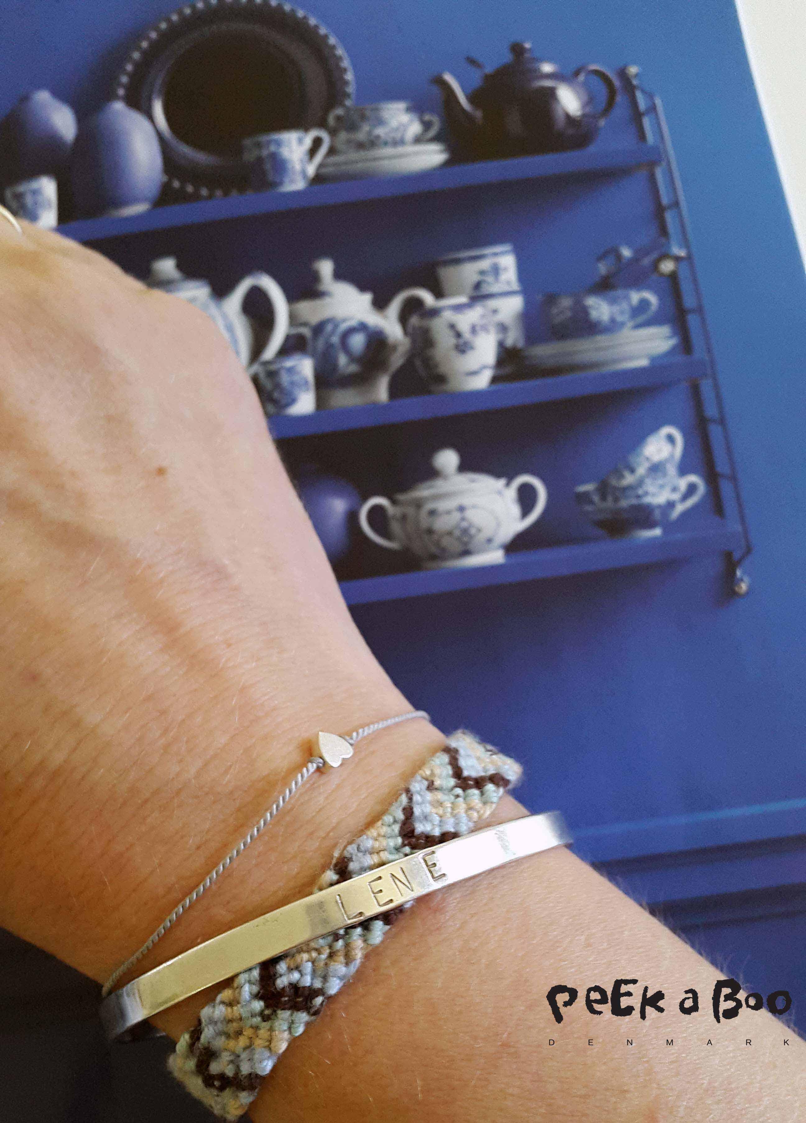 Knyttet venskabsarmbånd i selskab med Heart bracelet fra Pønt og navne bøjle armbånd fra Me & Audrey, begge nogle af Danmarks virkelig dygtige smykke designere.
