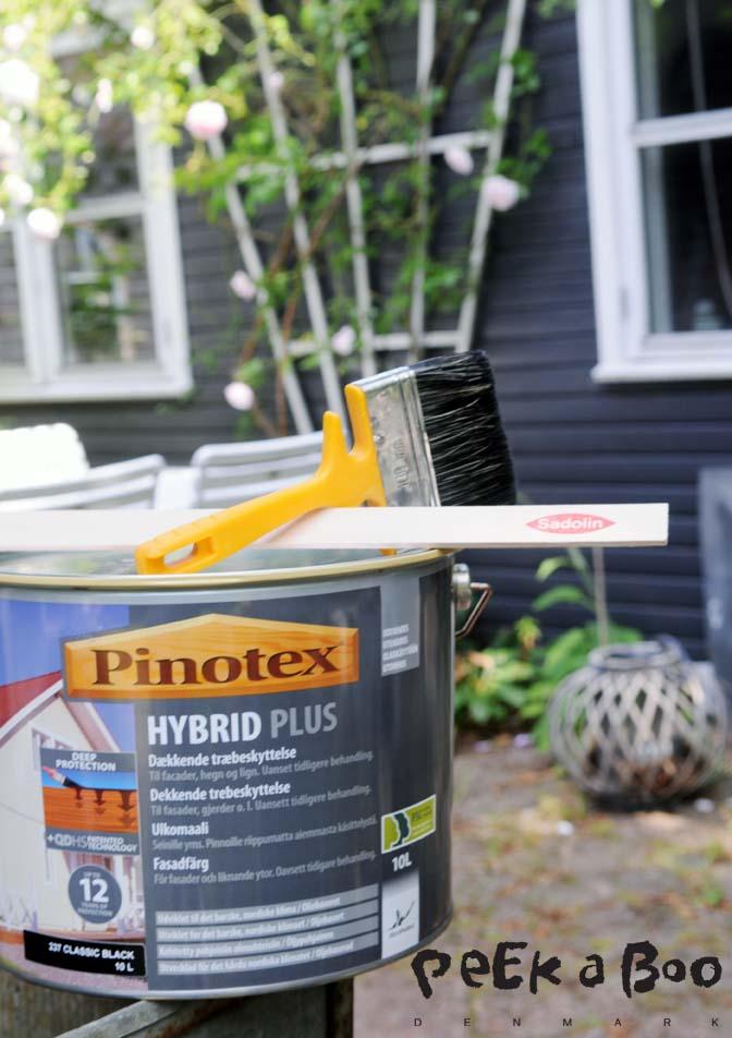 Dette er hvad du skal bruge. Hybrid Plus fra Pinotex, kan både bruges på flader der tidligere er malet med olie baseret og vand baseret maling. Som vores var en god blanding af.