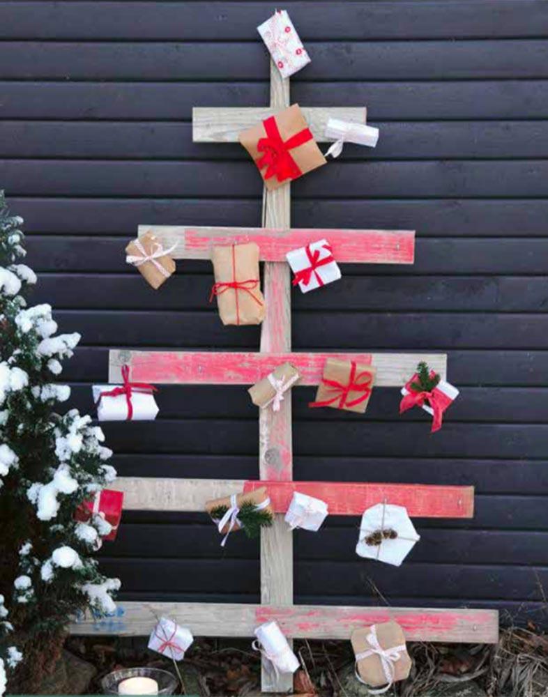 Pakketræ til børnenes kalenderpakker. Fra bogen Den store gør det selv bog om Jul af Lene Nissen fra Muusmann forlag.