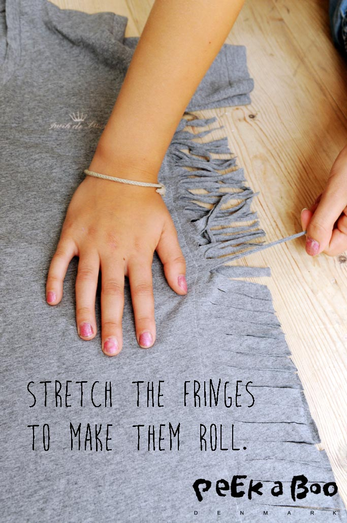 Stretch the fringes so they all roll.
