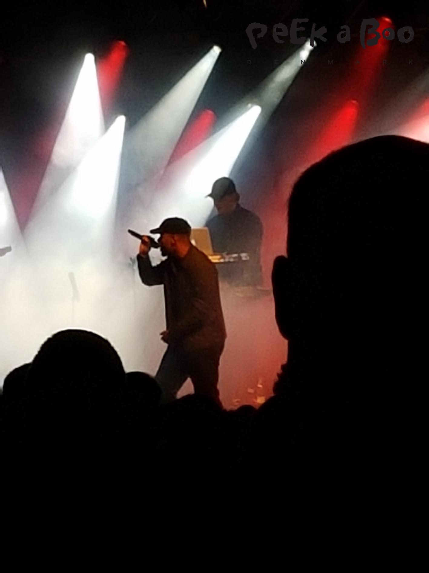 Ukendt kunstner is the rapper Hans Philip and producer Jens Ole Wowk McCoy.