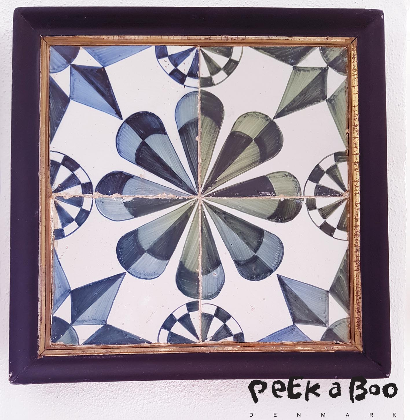 4-pas is four different tiles put together to form a pattern.