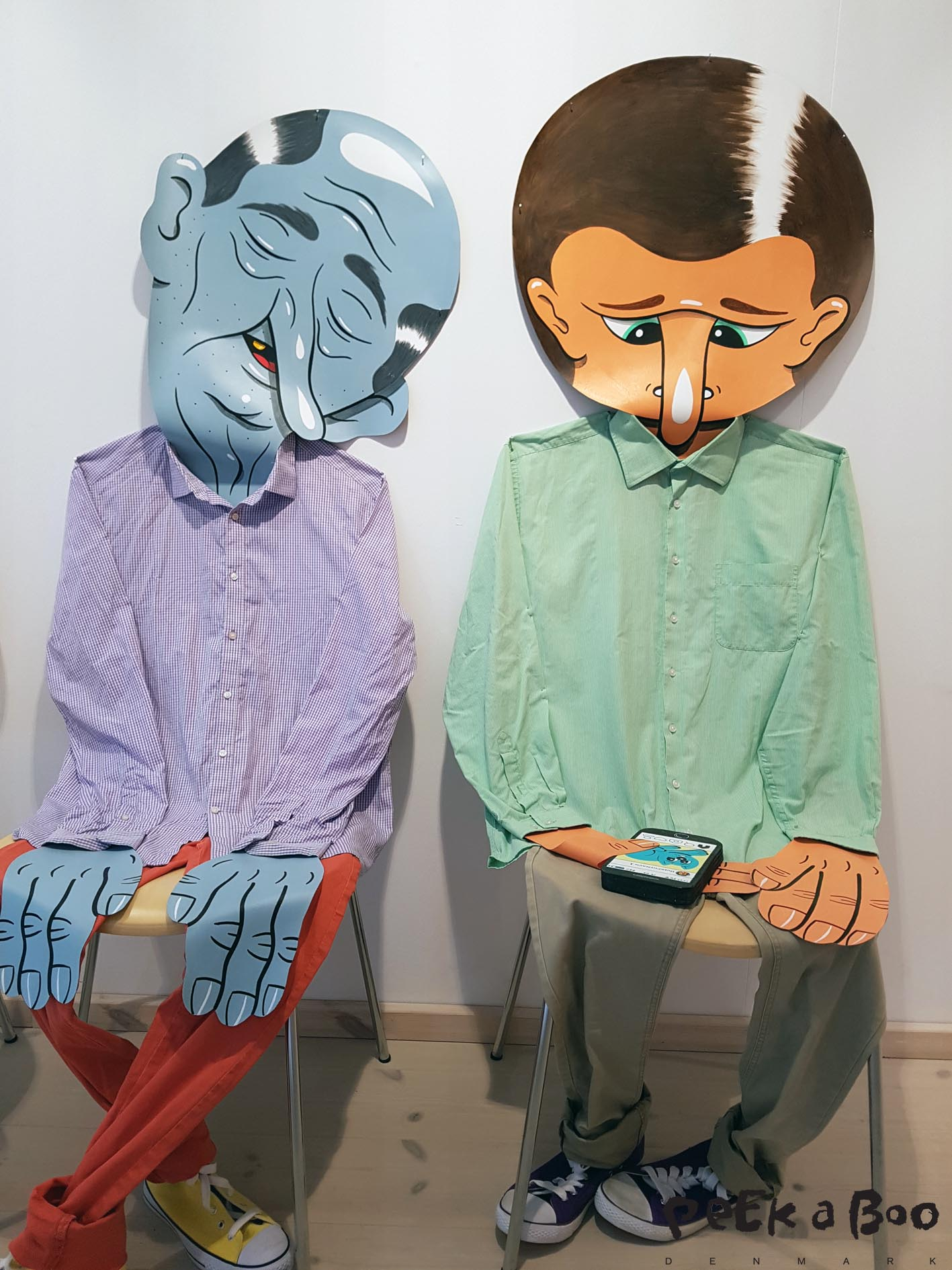 """Two men made of clothes and paper by """"Husk mit navn"""""""
