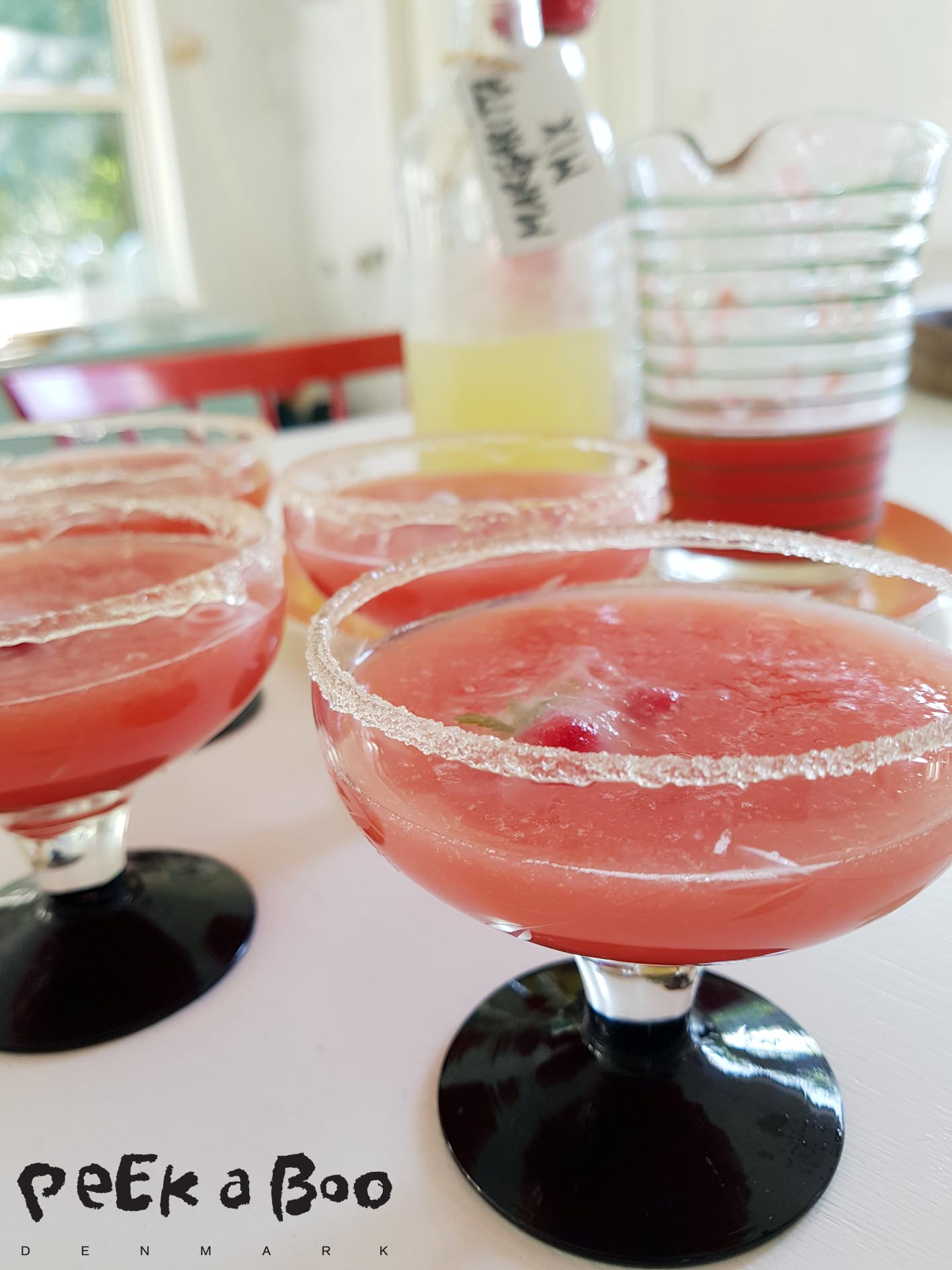 Add sugar to the glasses and icecubes to make them look even better.