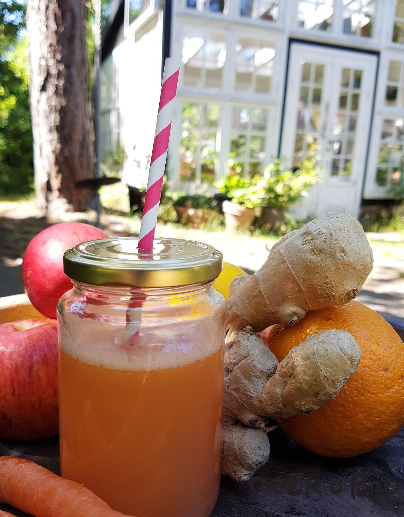 Make a nutritious juice from what you got in your fridge.