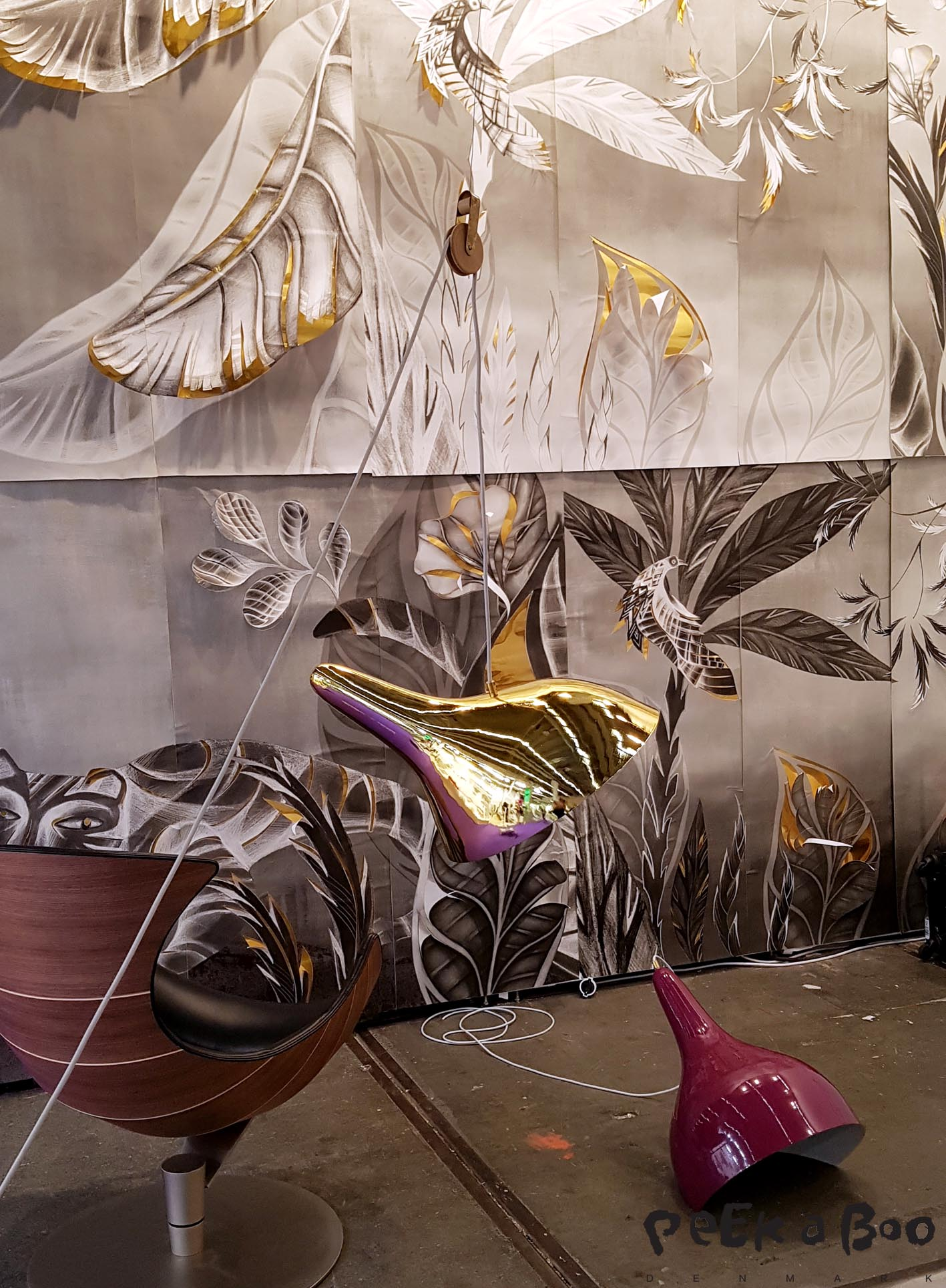 The spectacular wall decoration is made by Sofie Børsting and the fantastic lamp is designed by DMOCH.