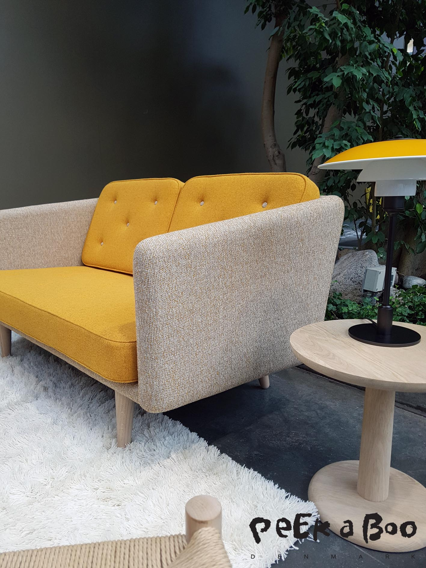 Fredericia Funiture did a sofa in a combi of yellow and a light beige, which made it look fresh. I like the colour combi very much.